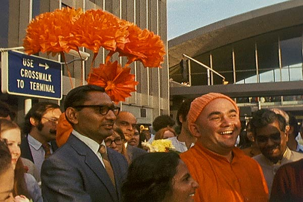 Rudi welcomes Swami Muktananda